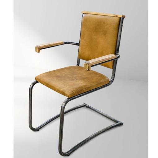 Loke stol med armstöd.